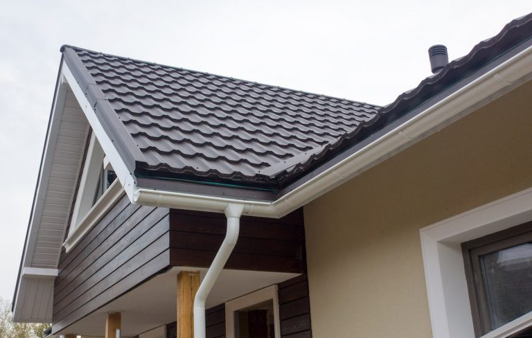 Как подобрать водосточную систему для фасада здания?